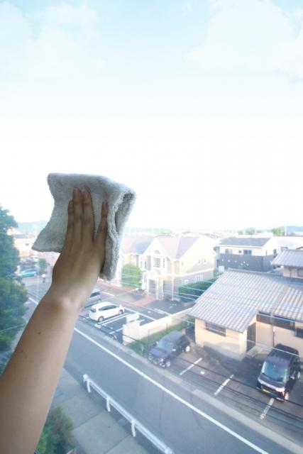 窓ガラスや網戸が綺麗になるのは曇りの日!ベランダは使用細則の確認が必須